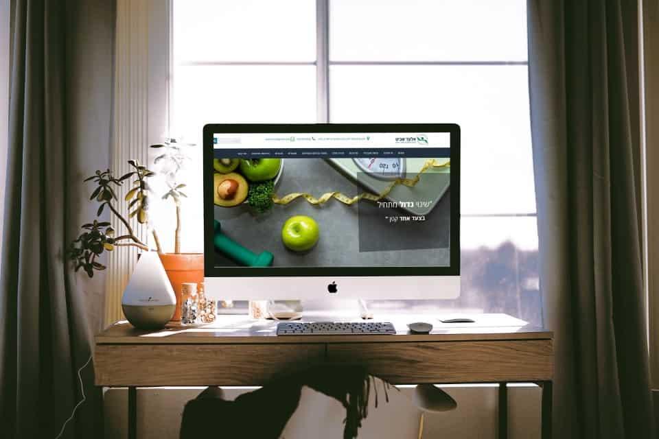 Free-Interior-Designer-Workstation-iMac-Pro-Mockup-PSD